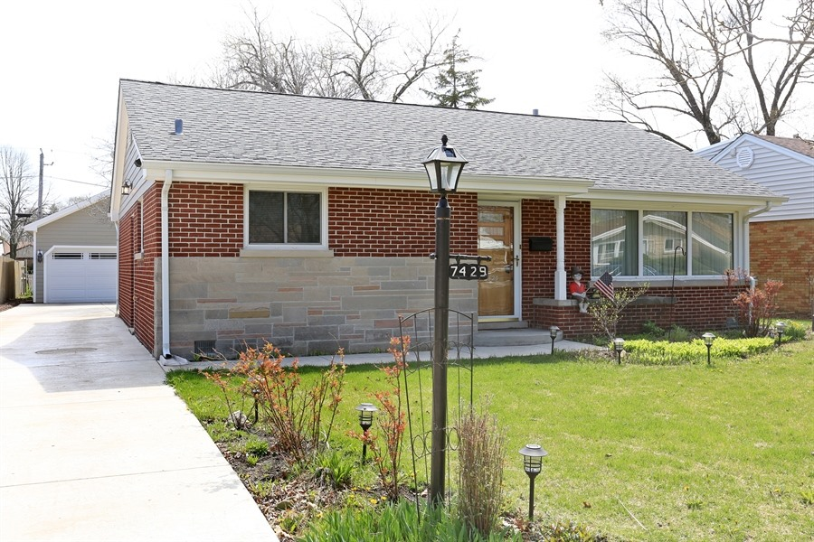 7429 Arcadia Street, Morton Grove, Illinois